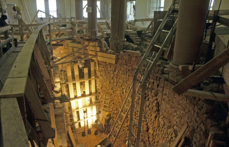 Der Untere Westsaal bei der Ausgrabung 1989/90.